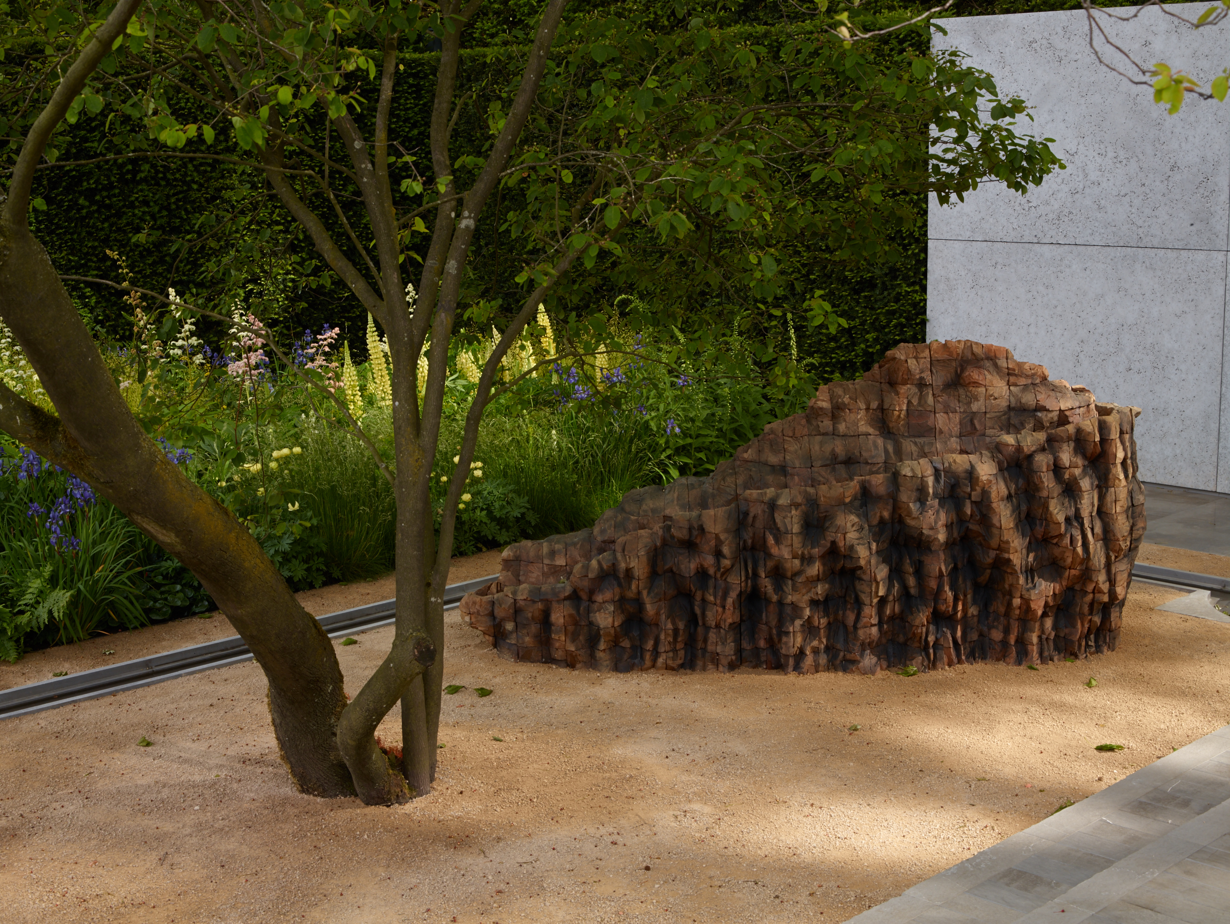 Luciano Giubbilei Laurent Perrier Garden 2014. Sculpture by Ursula von Rydingsvard. Photo courtesy of studio Allan Pollok-Morris.