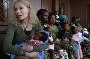 UNICEF-Goodwill-Ambassador-Mia-Farrow-carrying-a-three-month-baby-to-be-vaccinated