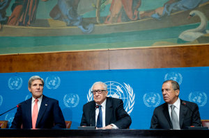 Joint Special Representative for Syria Lakhdar Brahimi (centre), US Secretary of State John Kerry (left) and Russian Foreign Minister Sergey Lavrov hold joint press conference in Geneva (September 2013). UN Photo/Jean-Marc Ferreé