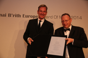 "Mathias Döpfner, a self-styled ""non-Jewish Zionist"", receives the B'nai B'rith Europe 2014 Award of Merit"