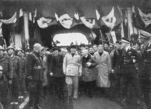 D'Annunzio_a_Verona_con_Mussolini_1937