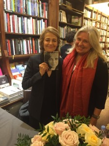"Charlotte Rampling with her book ""Qui je suis"", published at Grasset, and Danielle in the bookstore on 15th October 2015."