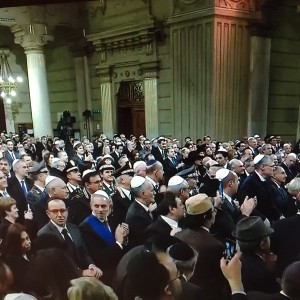 An appreciative congregation applauds during the visit of Pope Francis to the Great Synagogue of Rome, January 17, 2016.