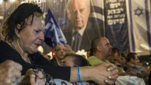 © Jack Guez, AFP | A woman reacts during a commemorative rally in memory of late Israeli prime minister Yitzhak Rabin, at Rabin Square in the Israeli coastal city of Tel Aviv on October 31, 2015.